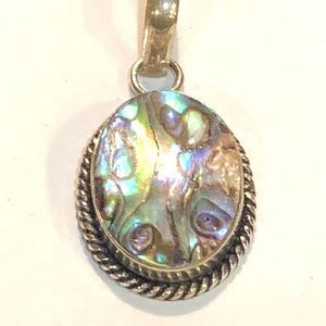 Jewelry - ❇️Sale❇️ Abalone Pendant set in Silver